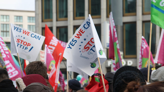 Manifestacion-Berlin-TTIP-Demokratie-Flickr_EDIIMA20150212_0848_13